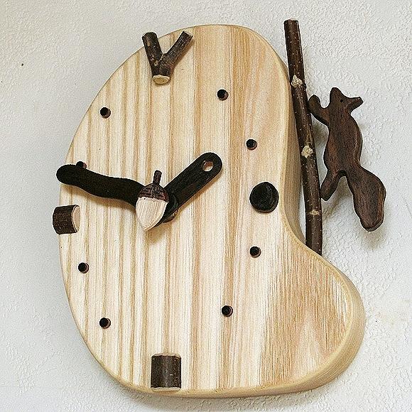 2ef1dbbe59 六甲山近くに工房を構える、木工クラフト作家・村里ゆきお氏が山のリスをモチーフに楽しい時計を製作しました。  天然木の持ち味を生し、美しい木目を楽しむことができ ...