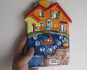 イタリア製、彩色陶器の時計「池のほとりの小さなおうち」 (PRC-81B)
