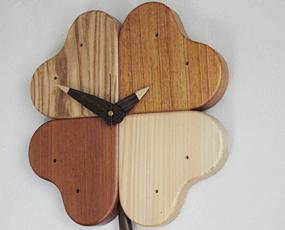 日本製 木製 掛け時計 アナログ スイープムーブメント 天然木「四つ葉のクローバー時計」 (IS-CLOVER)