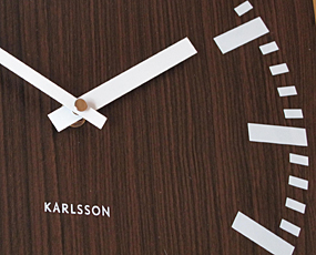 KARLSSON(カールソン)掛け時計、オランダデザイン「ウッド・ダブルフェイス」