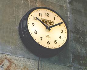 掛け時計 大型 レトロ 照明 夜でも見える ステップムーブメント アナログ セヴノークス (IF-CL2139)