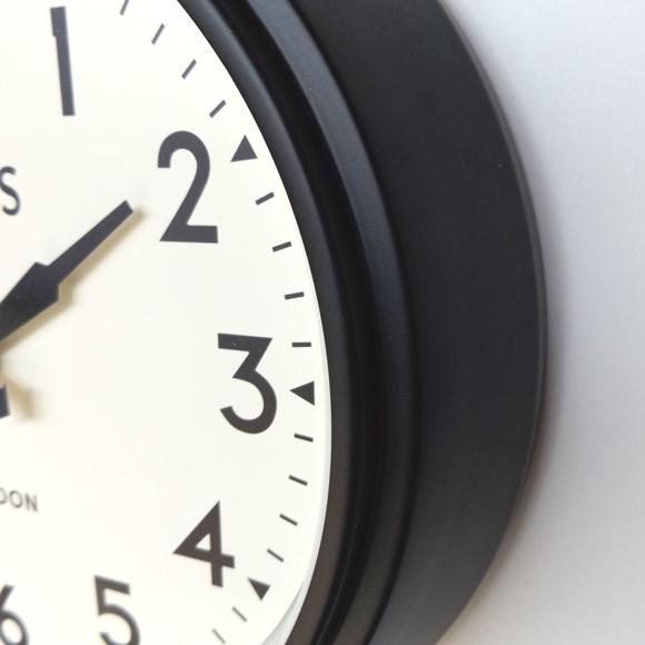 ロジャーラッセル Roger Lascelles 製 おしゃれ アナログ 掛け時計 レトロ 学校 トラディッショナル 英国デザイン (RLC-SMRETRO)